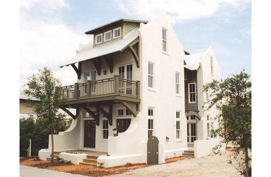 Casa de tres pisos y 263 metros cuadrados
